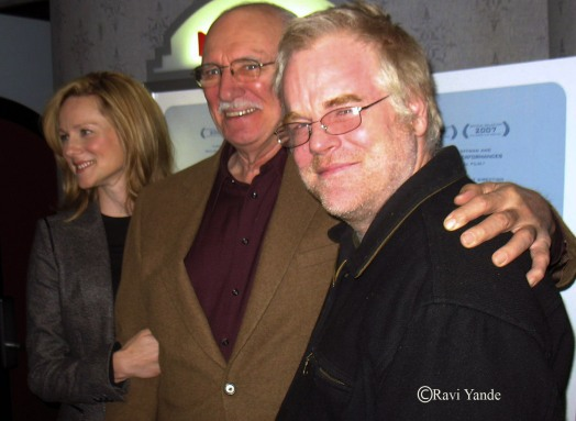 Hoffman with cast members and good friends Laura Linney and Philip Bosco